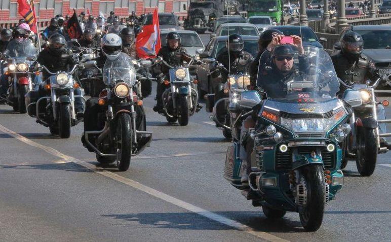 Clubul de motociclişti pro-Kremlin Lupii Nopţii.