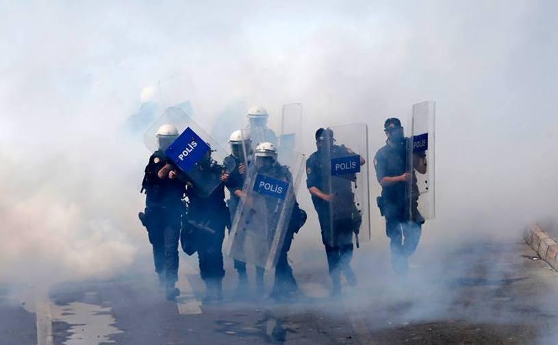 Poliţia turcă împiedică manifestanţii să ajungă în Piaţa Taksim, 1 mai 2016