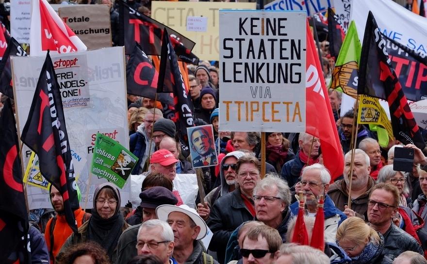 Protest anti-TTIP în oraşul german Hanovra, 23 aprilie 2016.