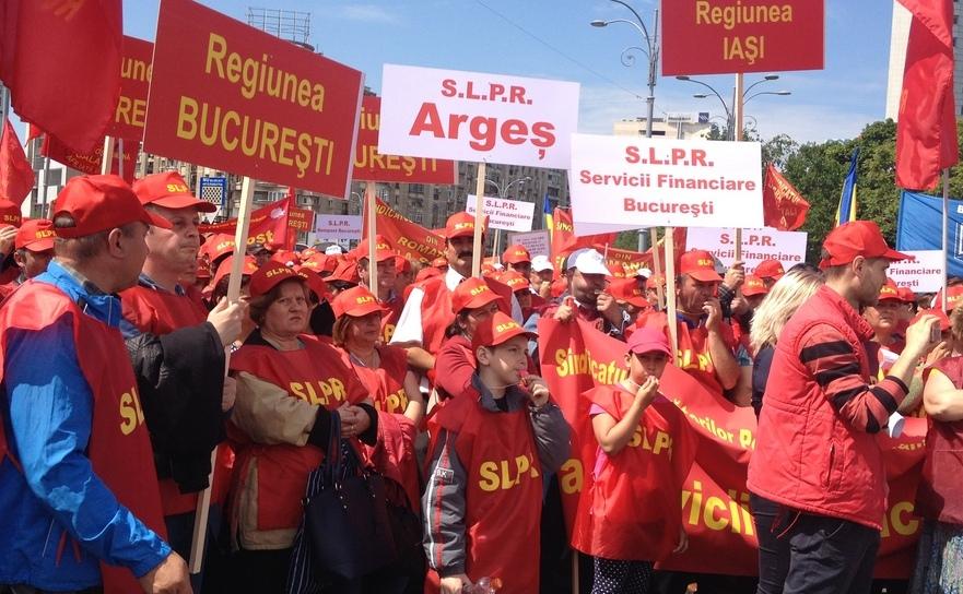 Protest al lucrătorilor poştali la Guvern, 7 mai 2016.