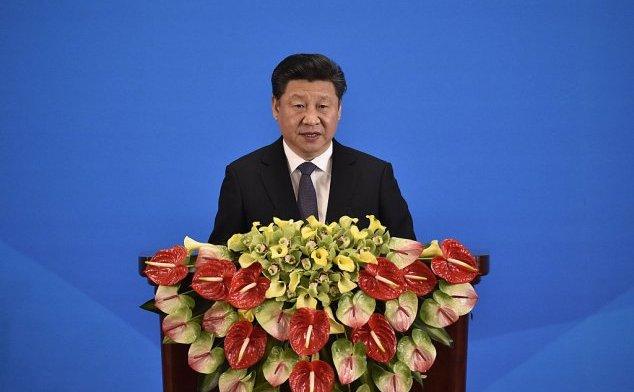 """Şeful statului Xi Jinping cataloghează Revoluţia Culturală drept catastrofă. """"Cântecele roşii"""" în onoarea sa nu se potrivesc în tablou."""