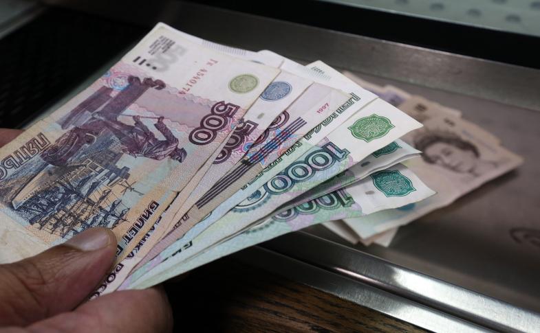 Bancnote de 500 şi 1.000 de ruble ruseşti.