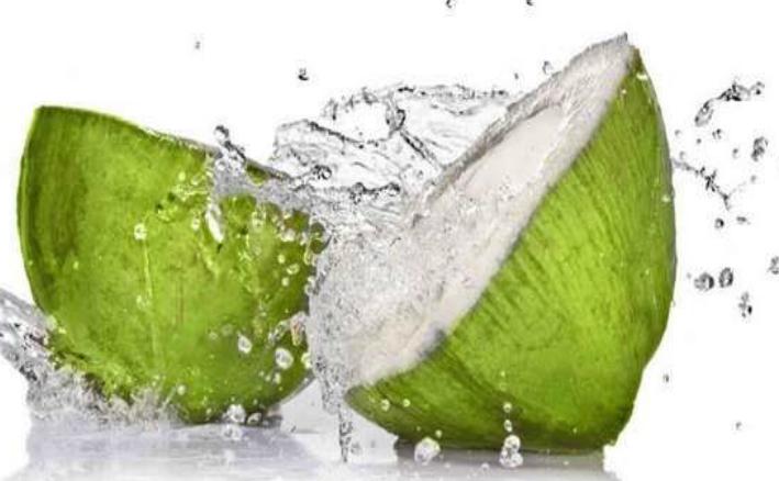 Apa de nucă de cocos, noul izvor al tinereţii