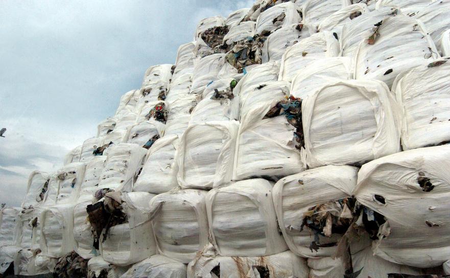 Baloţi de gunoi în Napoli
