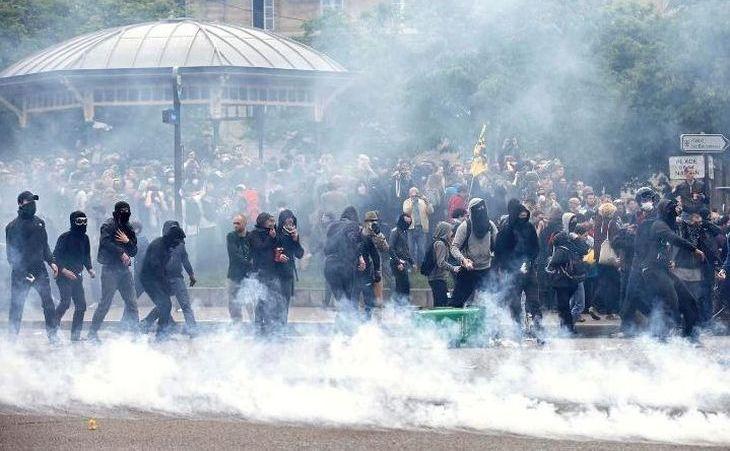 Proteste violente în Paris împotriva modificării Codului Muncii, 26 mai 2016.