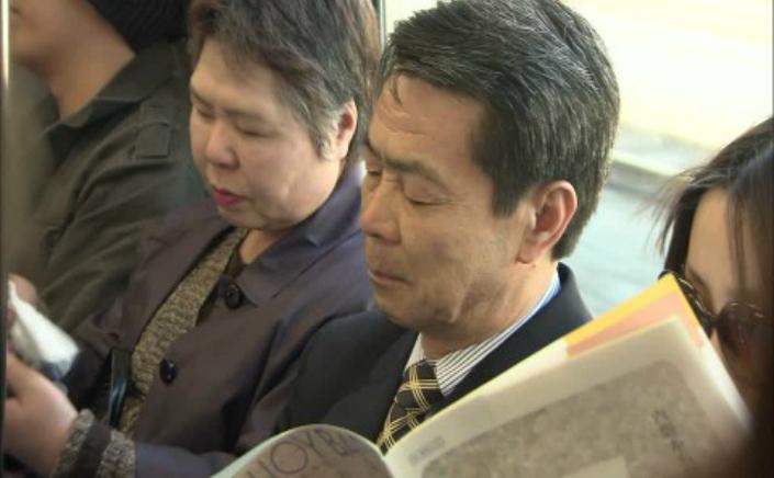 """Japonia, ţara în care se doarme cel mai puţin în lume, a făcut din micro somnul în public un fel de ritual, ajungând până acolo că l-a numit """"inemuri"""
