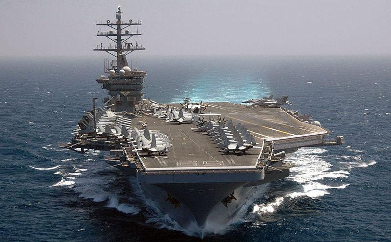Portavionul american USS Dwight D. Eisenhower.