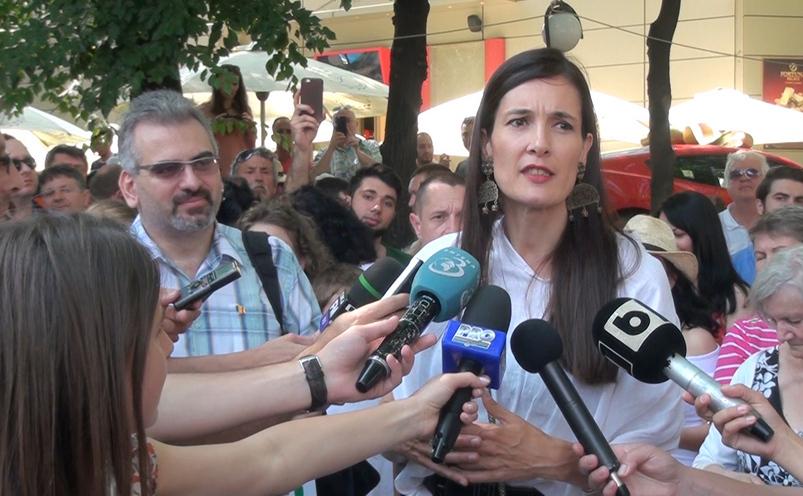 Protest pentru renumărarea voturilor în sectorul 1. Clotilde Armand a venit printre manifestanţi, 11 iunie 2016