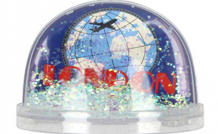 """Suvenir tipic din Londra: """"boule de neige"""""""