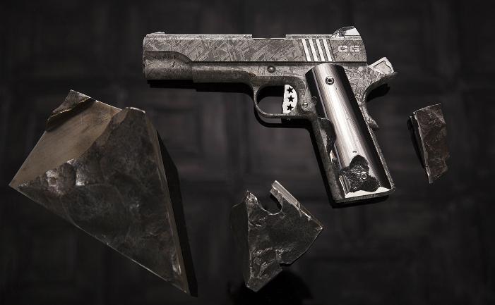Pistol construit cu rămăşiţele meteoritului Gibeon