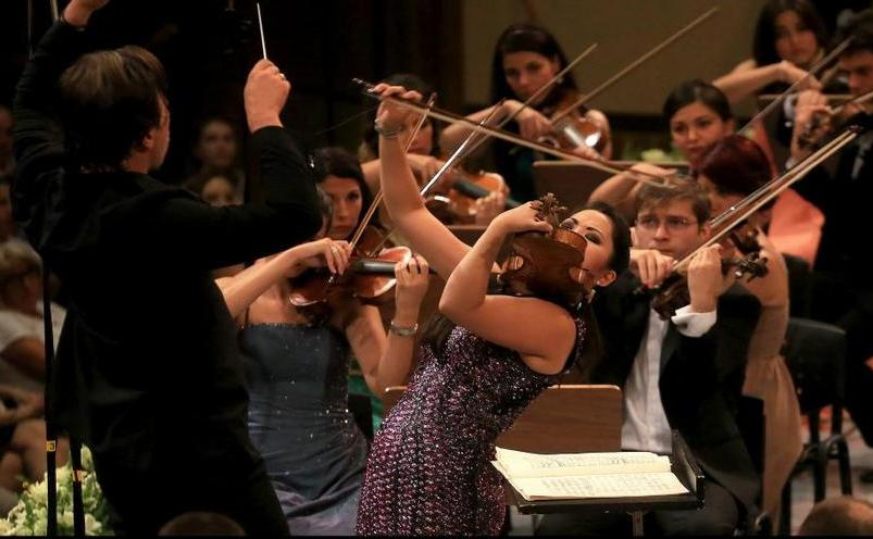 Orchestră pe scena Ateneului- Festivalul Enescu