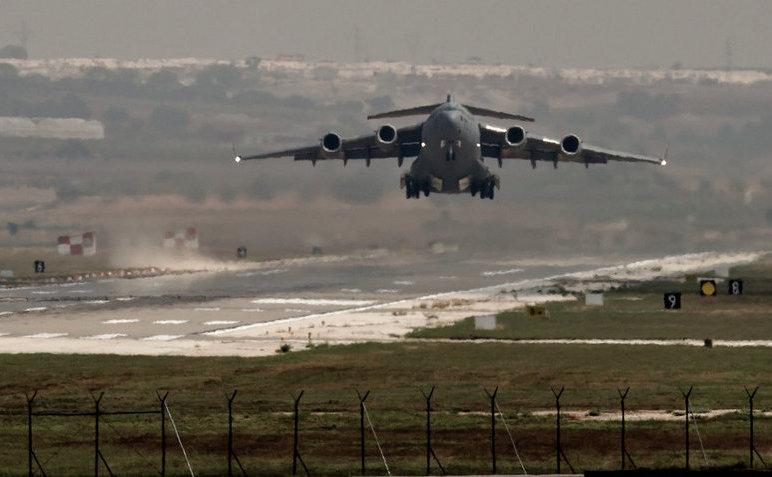 Avion american decolează de la baza aeriană din Incirlik, sudul Turciei, 1 septembrie 2013.