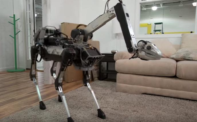 Câini roboţi produşi de Boston Dynamics