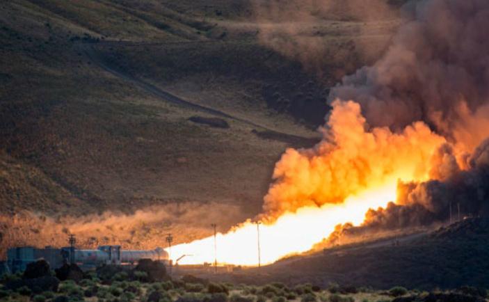NASA testează cu succes un motor de rachetă imens
