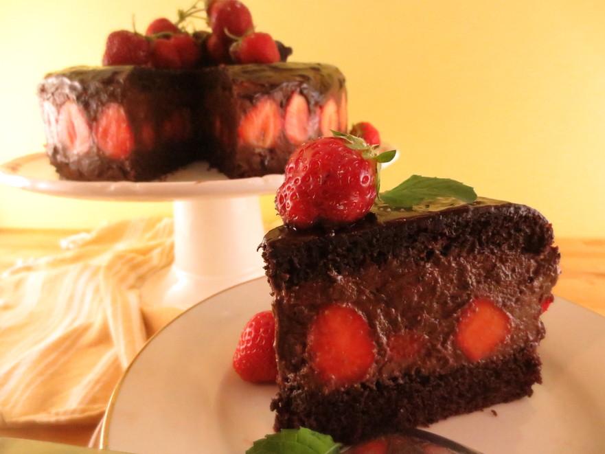 Tort de ciocolată cu căpşuni