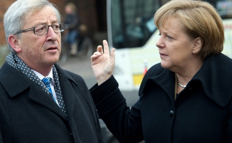 Preşedintele Comisiei Europene, Jean-Claude Juncker şi cancelarul german Angela Merkel.