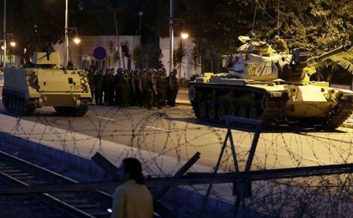 Tancuri pe străzile Ankarei, în noaptea de 15 spre 16 iulie 2016.