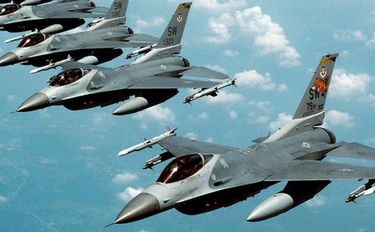 Avioane de luptă F-16.