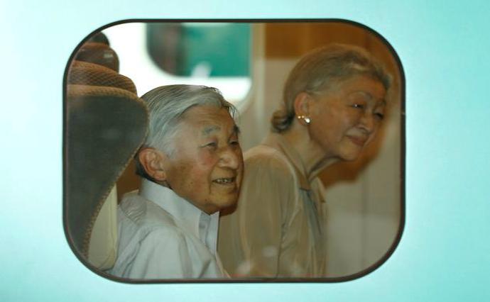 Familia regală japoneză în tren