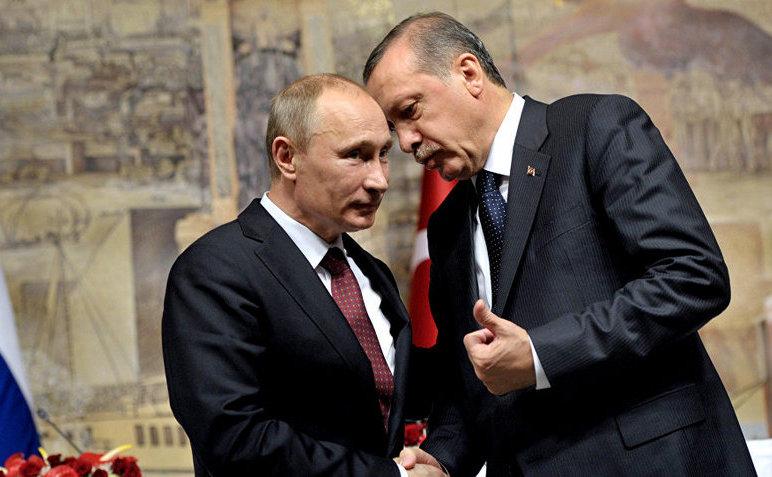 Preşedintele rus Vladimir Putin (st) şi omologul său turc Recep Tayyip Erdogan.