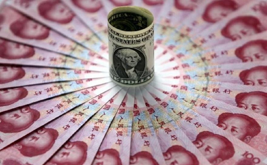 Dolari americani şi yuani chinezi.