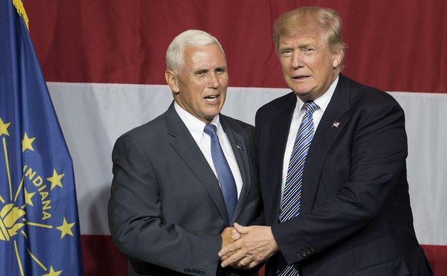 Candidatul prezidenţial republican Donald Trump (dr) şi Mike Pence, nominalizat republican pentru funcţia de preşedinte.