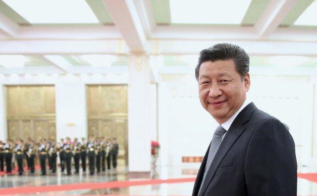 """Şeful statului, Xi Jinping, a inventat pentru China """"Jurământul pe constituţie la investirea în funcţie"""" (fotografie din 25 martie 2015)"""
