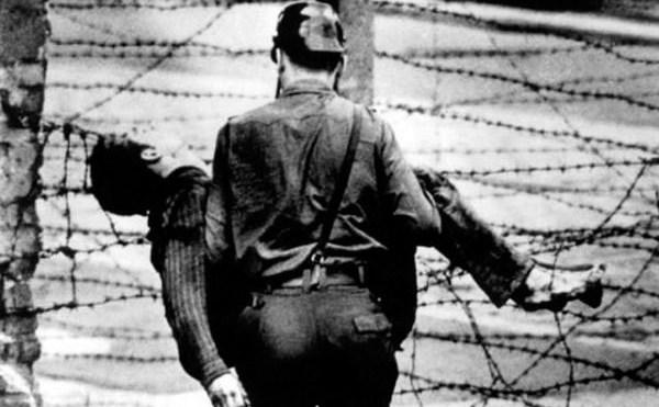 Moarte la Zidul Berlinului- cazul Peter Fechter.