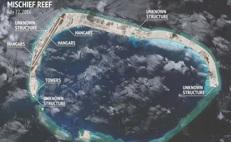 Poză din satelit asupra Recifului Mischief din Marea Chinei de Sud.