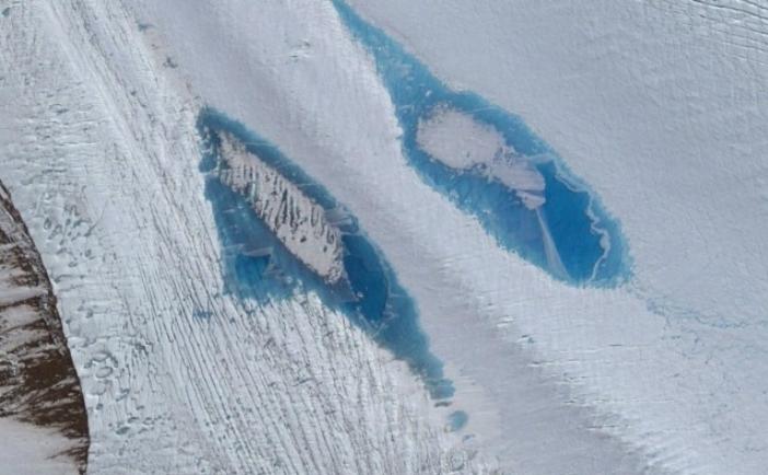 Imagine prin satelit a lacurilor de pe gheţarul Langhovde, Antarctica