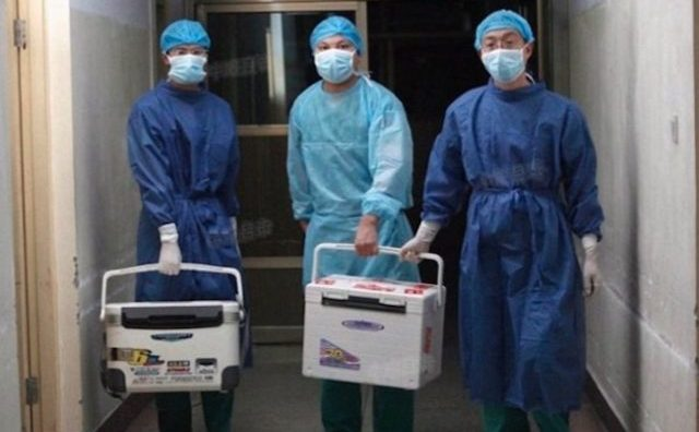 Medici chinezi cu cutii de transport organe, Provincia Henan, 16 august 2012