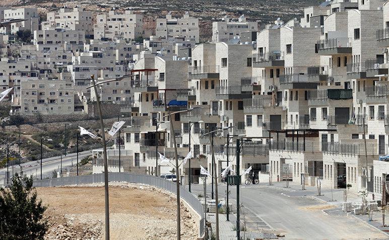 Colonia israeliană Givat Zeev construită în apropiere de oraşul Ramallah din Cisiordania, 14 aprilie 2016.
