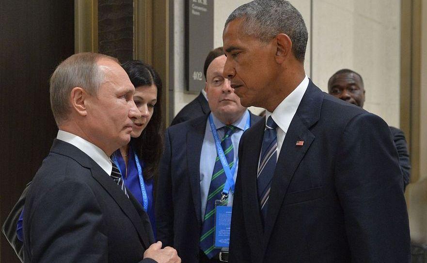 Confruntarea deceniului: Vladimir Putin şi Barack Obama holbându-se unul la celălalt în marja întâlnirii G20 din Hangzhou, 5 septembrie 2016.