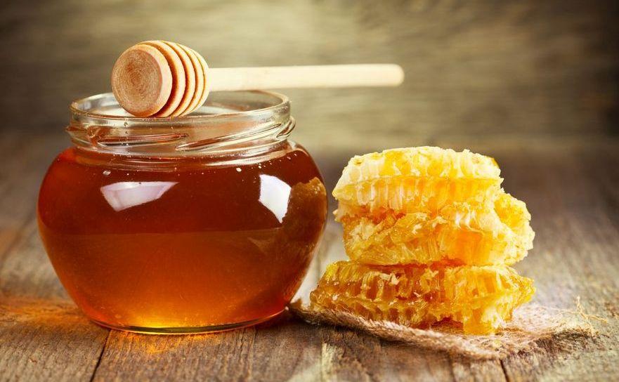 Mierea este un remediu natural împotriva alergiilor.