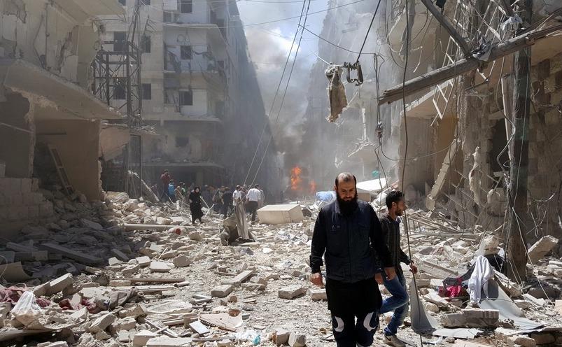 Distrugeri provocate de atacuri aeriene în oraşul sirian Alep, 28 aprilie 2016.