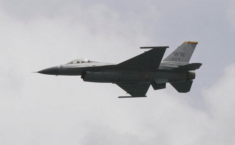Avion de luptă american F-16.