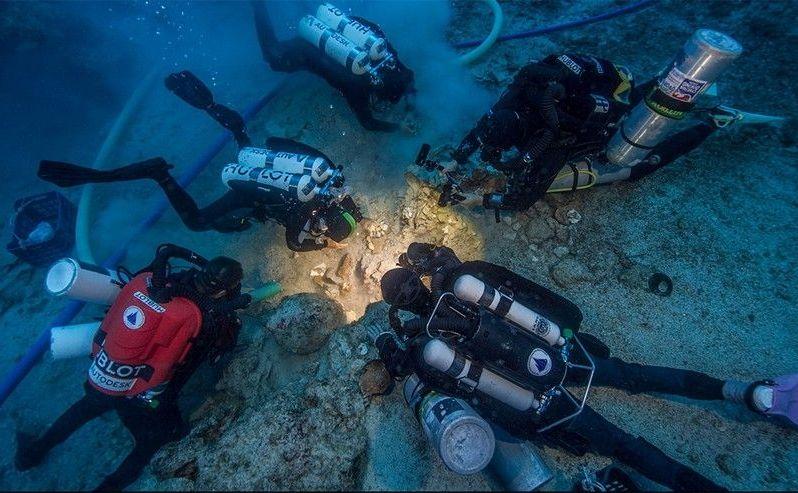 Schelet vechi de 2.000 de ani descoperit într-o epavă în largul coastei insulei elene Antikythera.