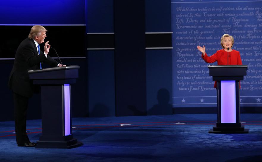 Donald Trump şi Hillary Clinton în timpul primei lor dezbateri televizate, 26 septembrie 2016.