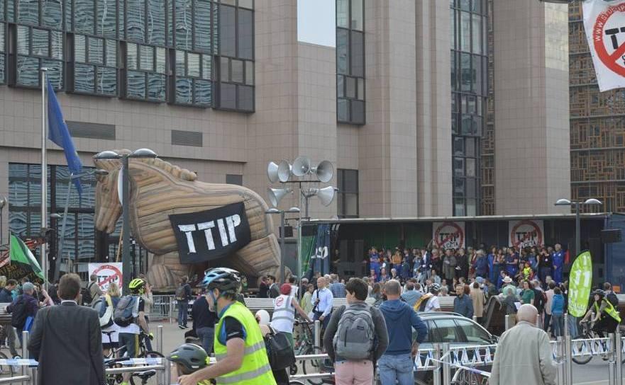 Protest în faţa Comisiei Europene de la Bruxelles împotriva TTIP şi CETA.