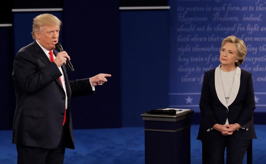 Donald Trump şi Hillary Clinton participă la cea de-a doua dezbatere prezidenţială la Universitatea Washington din St.   Louis, 9 octombrie 2016.