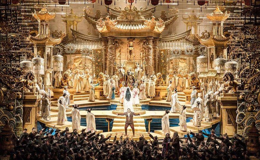 Spectacolul Turandot la deschiderea Operei din Dubai