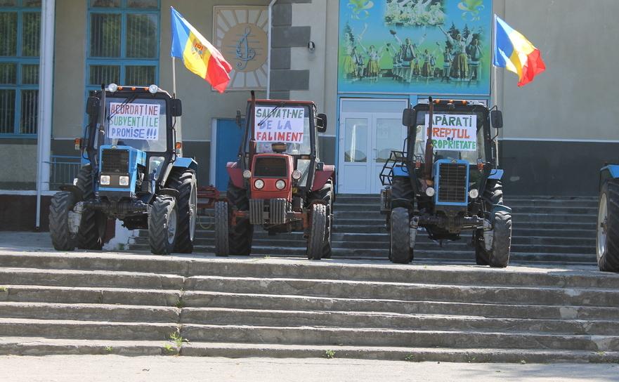 Protest paşnic cu tractoare al fermierilor din raionul Dubăsari.