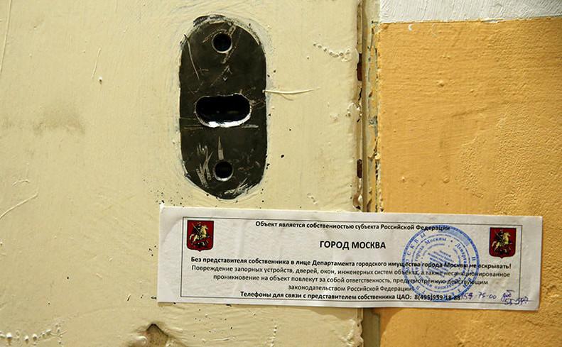 Uşa la intrarea în biroul Amnesty International din Moscova este sigilată de autorităţile ruse, 2 noiembrie 2016.