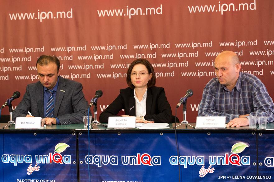 Repr. Promo-LEX, Ion Manole, Nicoleta Hriplivîi şi victima torturii din Transnistria, Vitalie Eriomenco în cadrul conferintei de presă din 07.11.2016