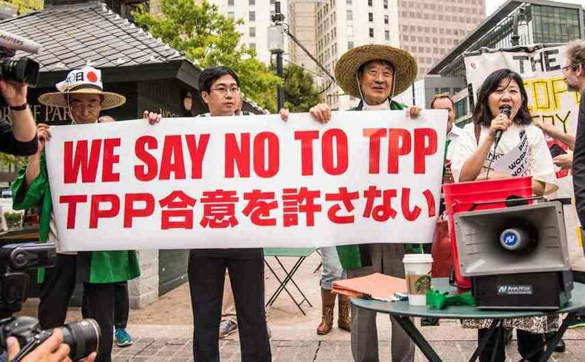 Manifestanţi japonezi protestează împotriva acordului TPP.