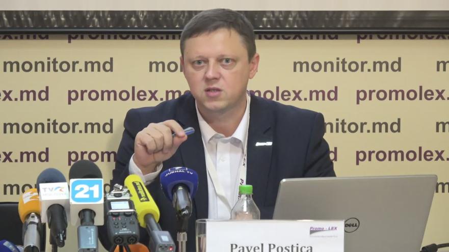 Pavel Postică prezintă Raportul nr.5 al Misiunii de Observare a alegerilor prezidenţiale. 11.11.2016 (catură foto)