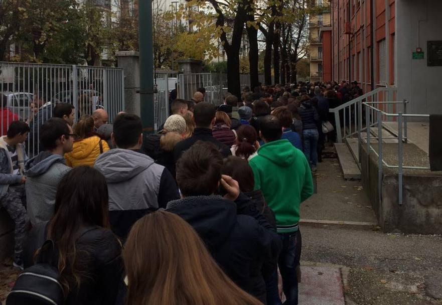 Italia, diaspora în rând la sectia de vot de la Consulatul Moldovei. 13.11.2016