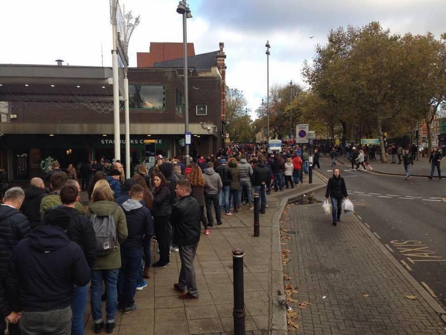 Diaspora în rând pentru a vota la sectia nr. 336 din Stratford, Marea Britanie 13.11.2016