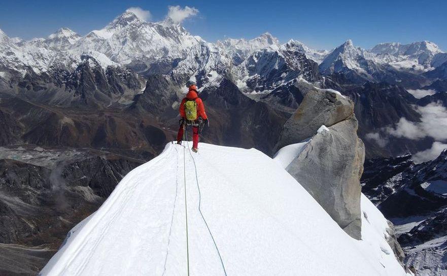 Alpiniştii Zsolt Torok şi Vlad Căpuşan pe vârful Peak 5, Himalaya