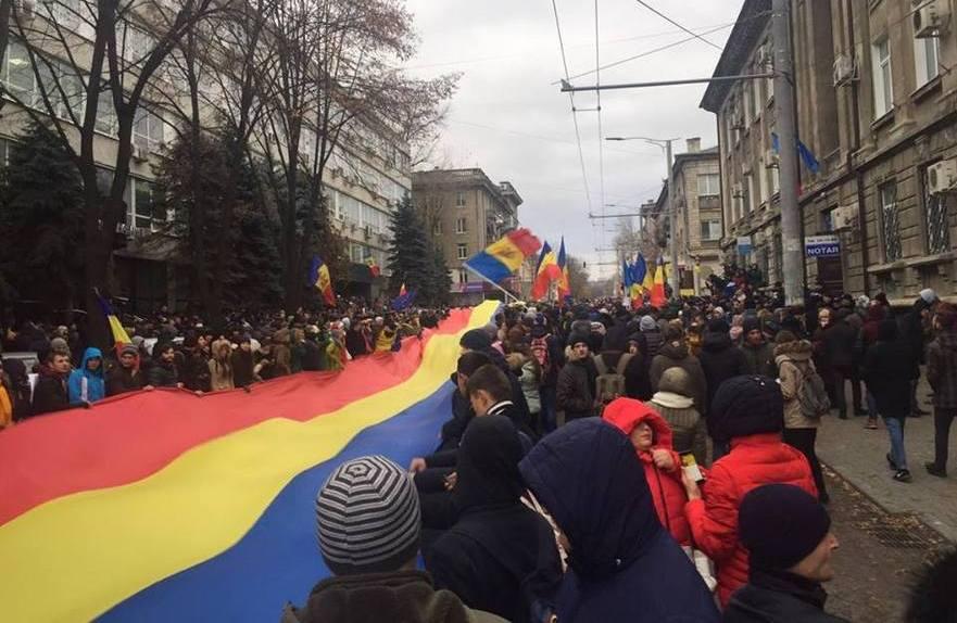 Protest masiv în faţa CEC după alegerile prezidenţiale